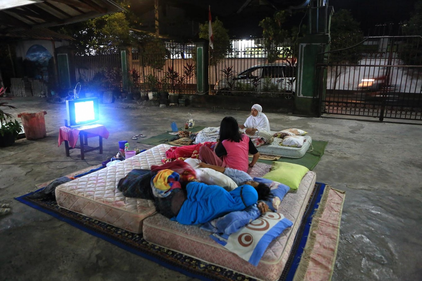 Under the stars: Residents sleep outside as they are afraid of sleeping indoors. JP/ Seto Wardhana