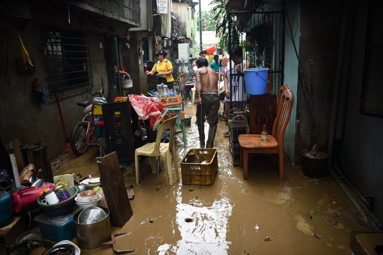 For wetter or worse: Philippine bride defies storm