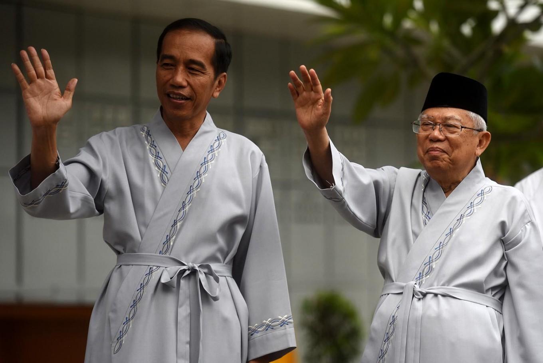 Jokowi-Ma'ruf more popular on social media, Prabowo-Sandiaga take Instagram, survey finds