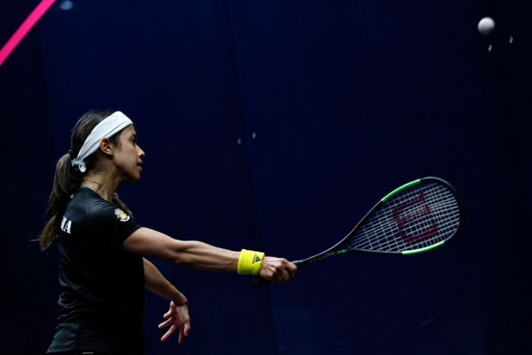Malaysia's Nicol David plays a shot against England's Alison Waters in the women's singles quarter-final squash match during the 2018 Gold Coast Commonwealth Games at the Oxenford Studios venue in Gold Coast on April 7, 2018.  ADRIAN DENNIS / AFP