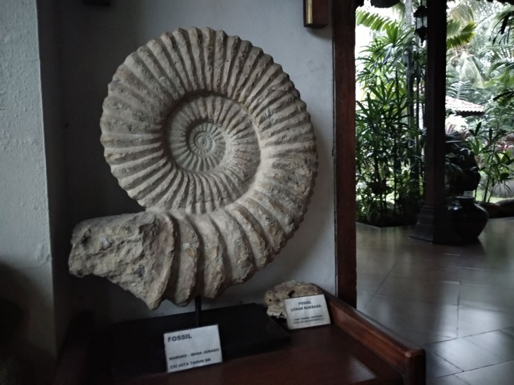 An item is displayed at Museum di Tengah Kebun (Museum in the Middle of a Garden).