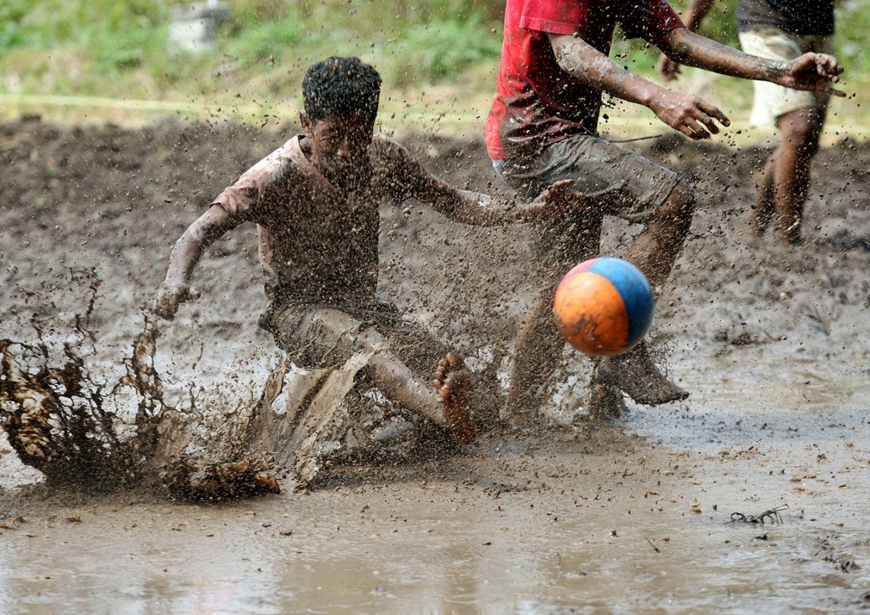 A player kicks the ball to the goal. JP/Boy T. Harjanto