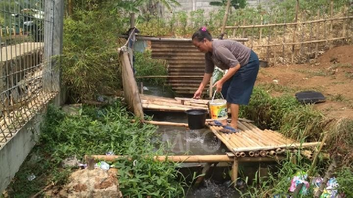 Drought forces Banten villagers to use dirty water
