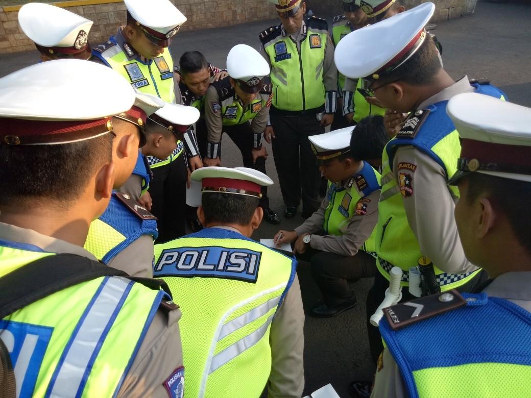 Police arrest four over distribution of demonstration exercise video