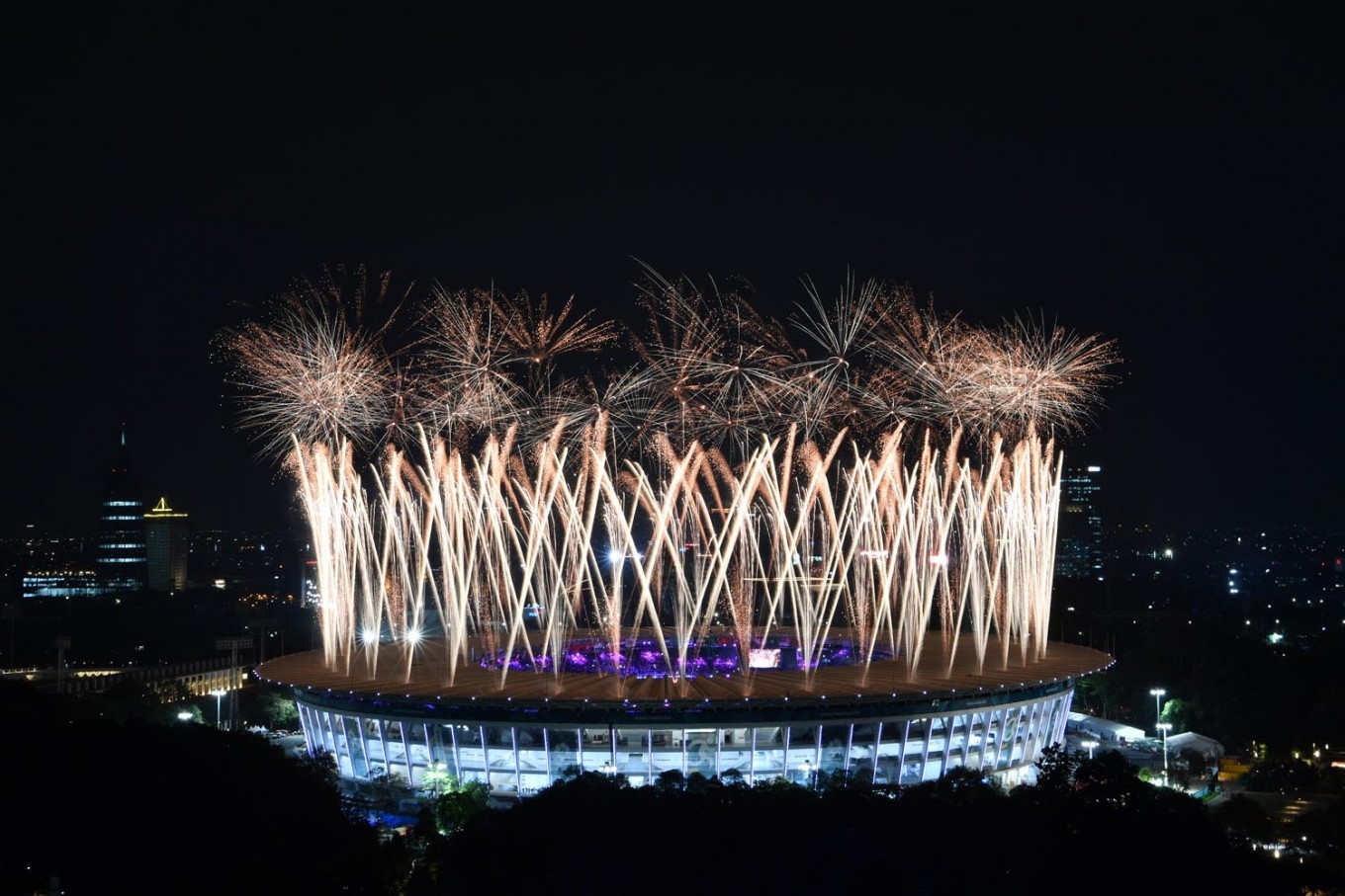 Jokowi opens Asian Games in dazzling ceremony