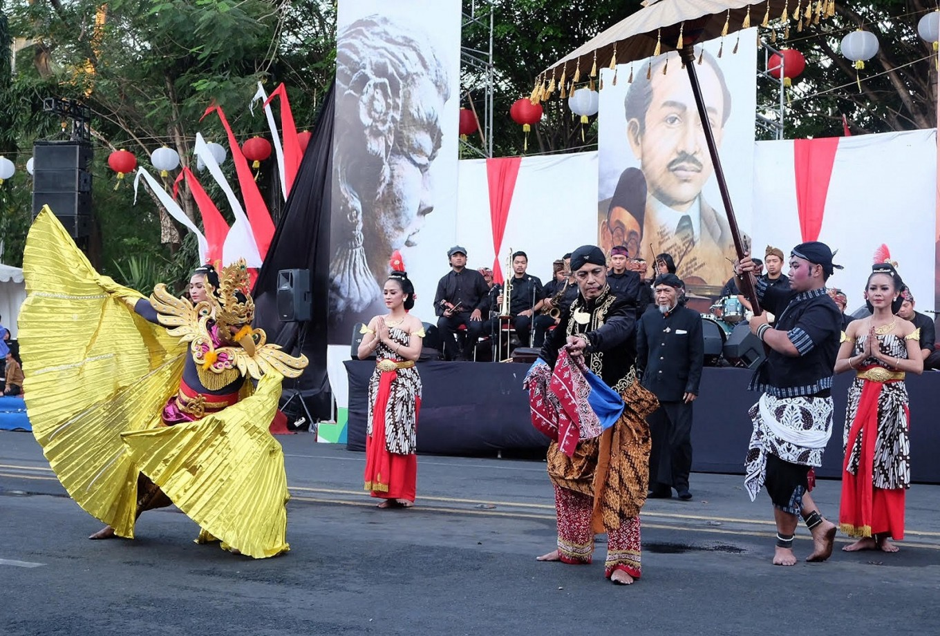 The play marks the peak of the 73rd Independence Day celebration in Surakarta.
