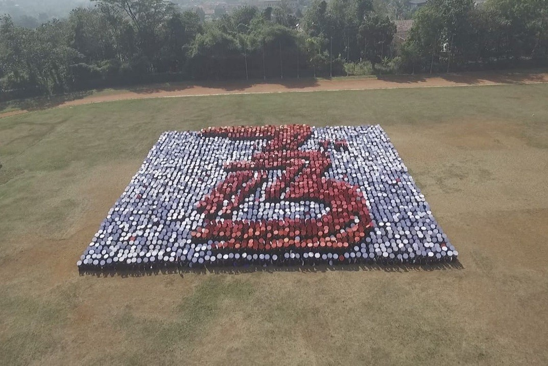 IPB students break 'most 3D people formation' world record
