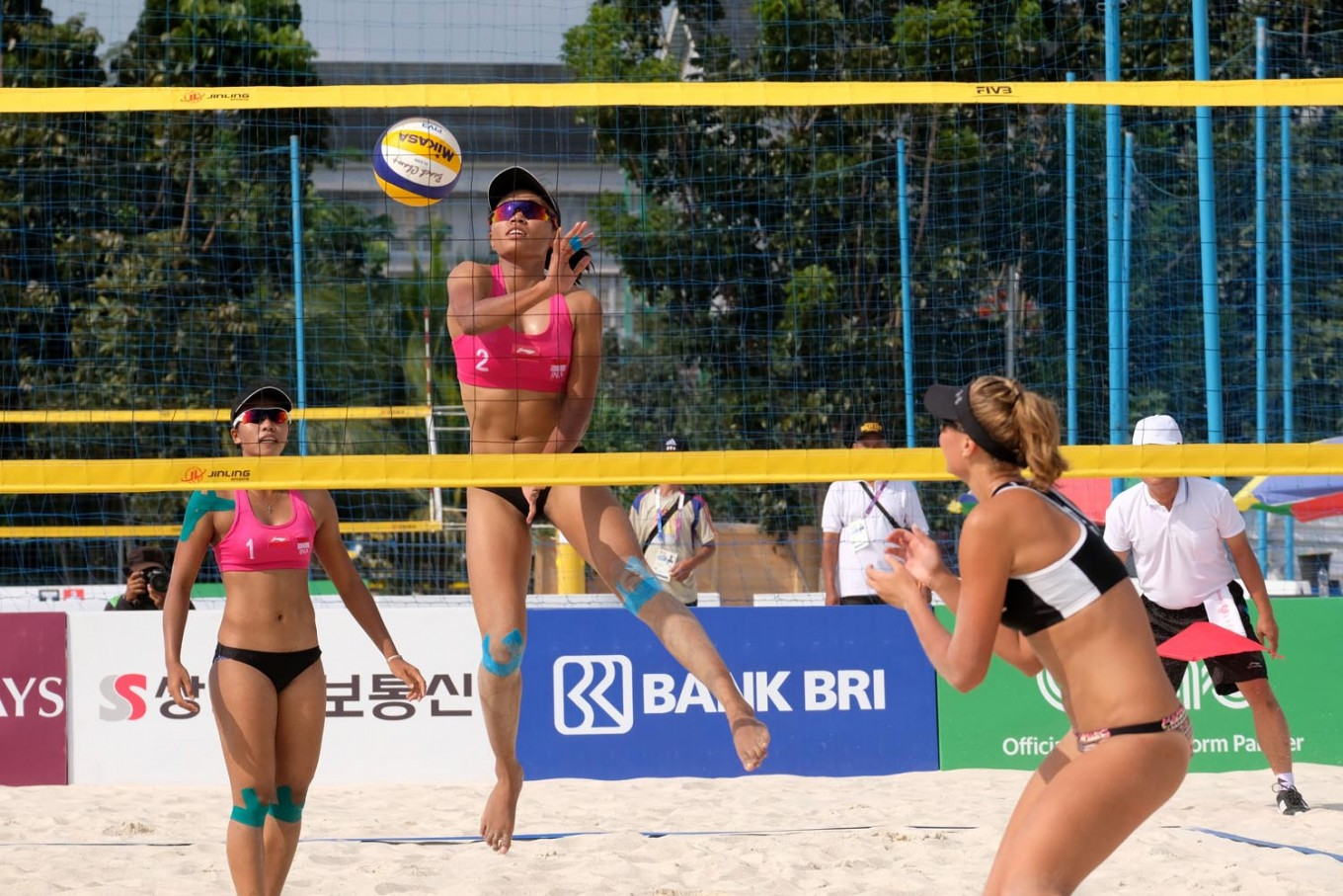 Asian Games Two Indonesian Pairs Lose To Taller Opponents In Women S Beach Volleyball Sports The Jakarta Post