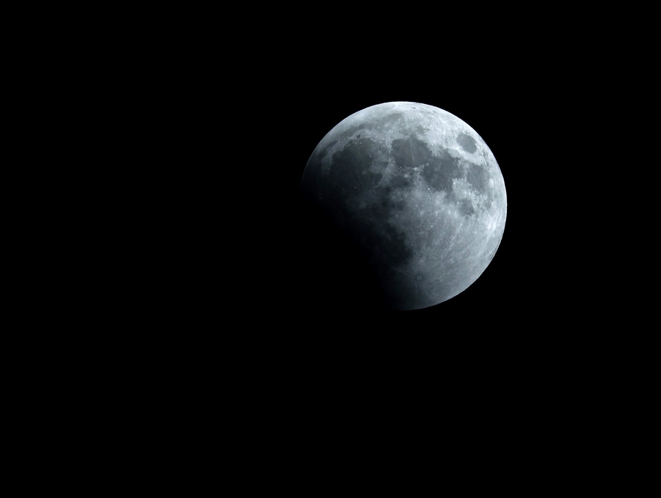 Total lunar eclipse set to woo skywatchers Sunday night to Monday