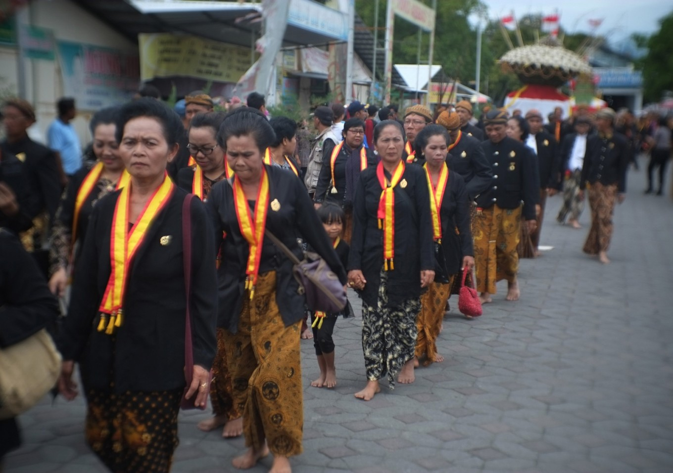 The palace's 'abdi dalem' were among the parade participants.