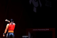 Disappointed: Indonesian lifter Agustiani Sri Wahyuni looks dejected after failing to lift her weight during the 48-kilogram women's weightlifting competition. JP/ Seto Wardhana