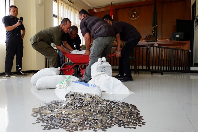 C. Java civil servant pays Rp 155m in alimony with coins