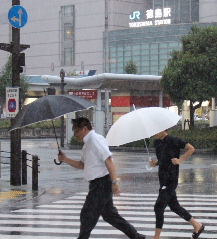 Transport disruption as typhoon batters Japan