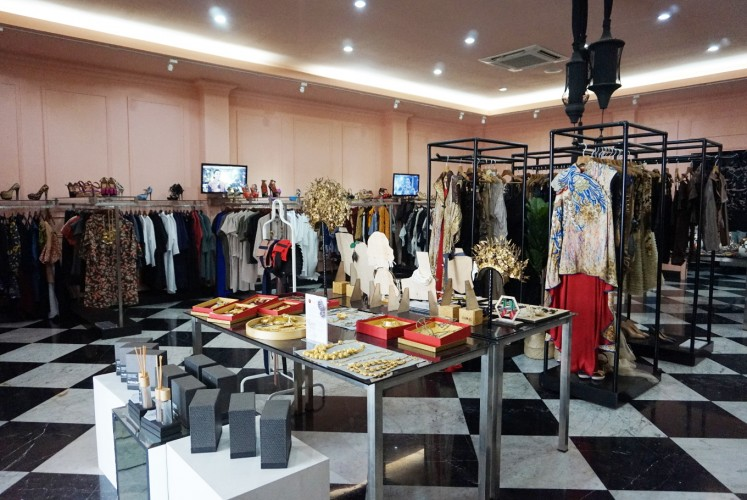 Fashion First store opened its outlet in Jl. Cikajang in 2013.