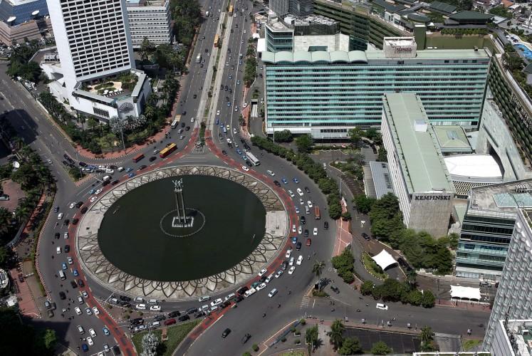 Ikon: Pemandangan udara dari lingkaran lalu lintas Hotel Indonesia menampilkan kompleks Hotel Indonesia asli di sebelah kanan. Hotel ini dibangun untuk rumah atlet yang berkompetisi di Asian Games 1962 di Jakarta dan masih menjadi objek wisata di kota. (JP / PJ Leo)