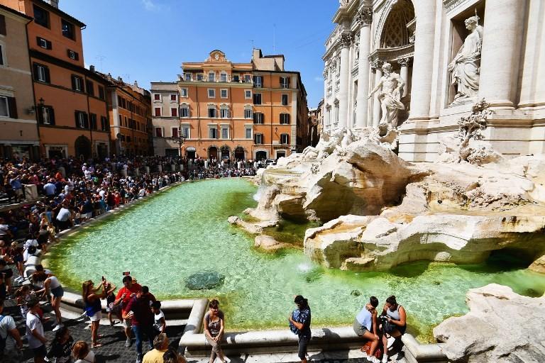 Rome bans souvenir stands from major tourist sites