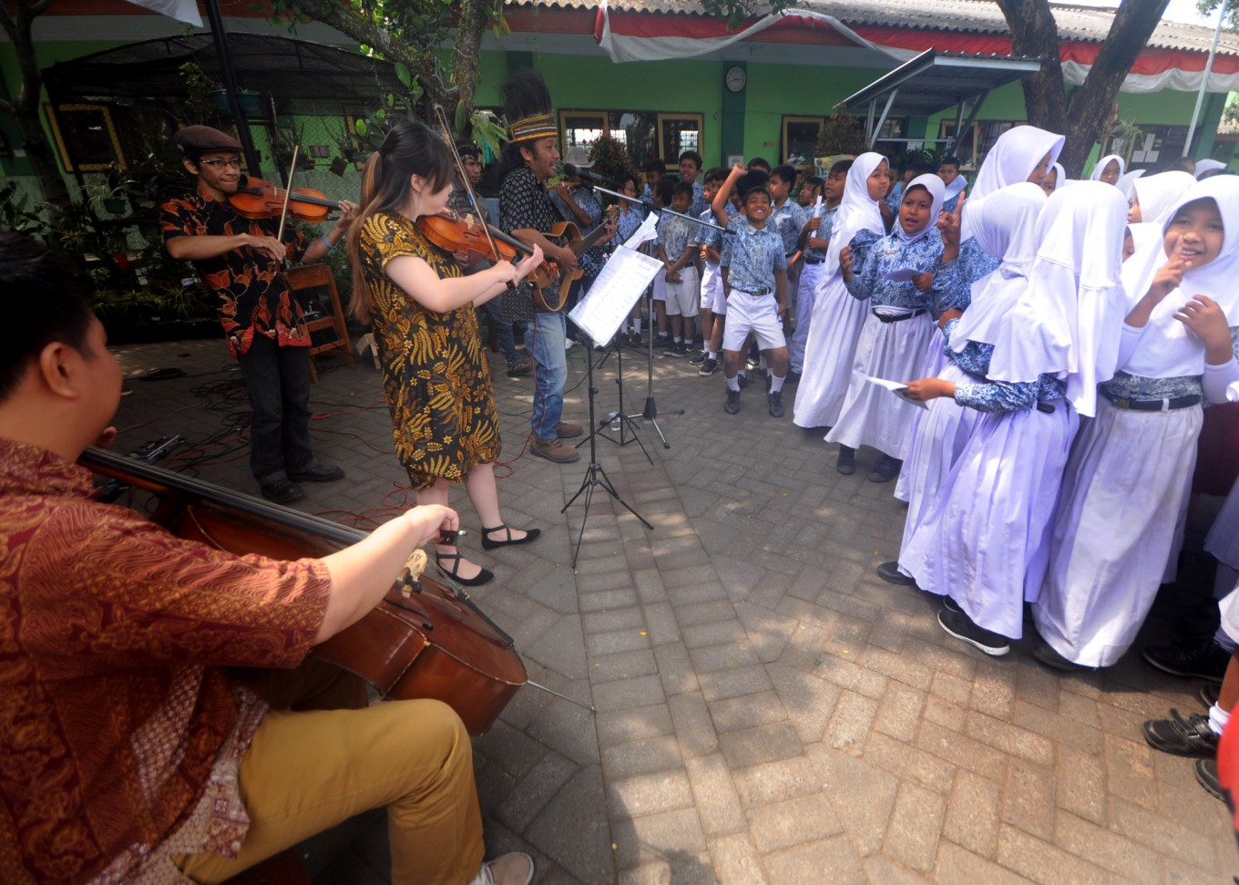 Malang ensemble introduces traditional songs to students