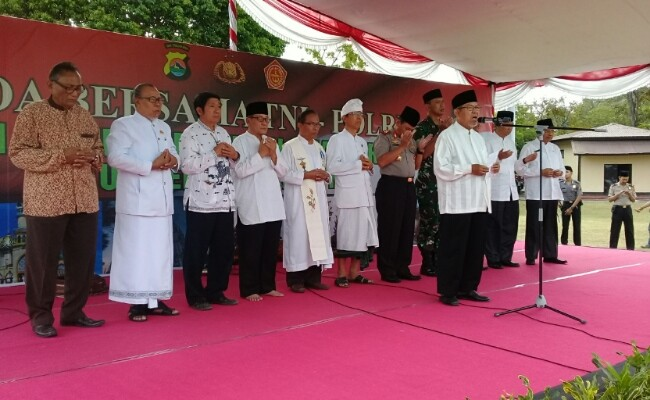 Police, military, interfaith leaders pray for Lombok