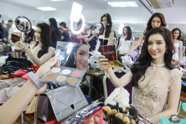 Cancer survivor inspires at Thai transgender beauty pageant