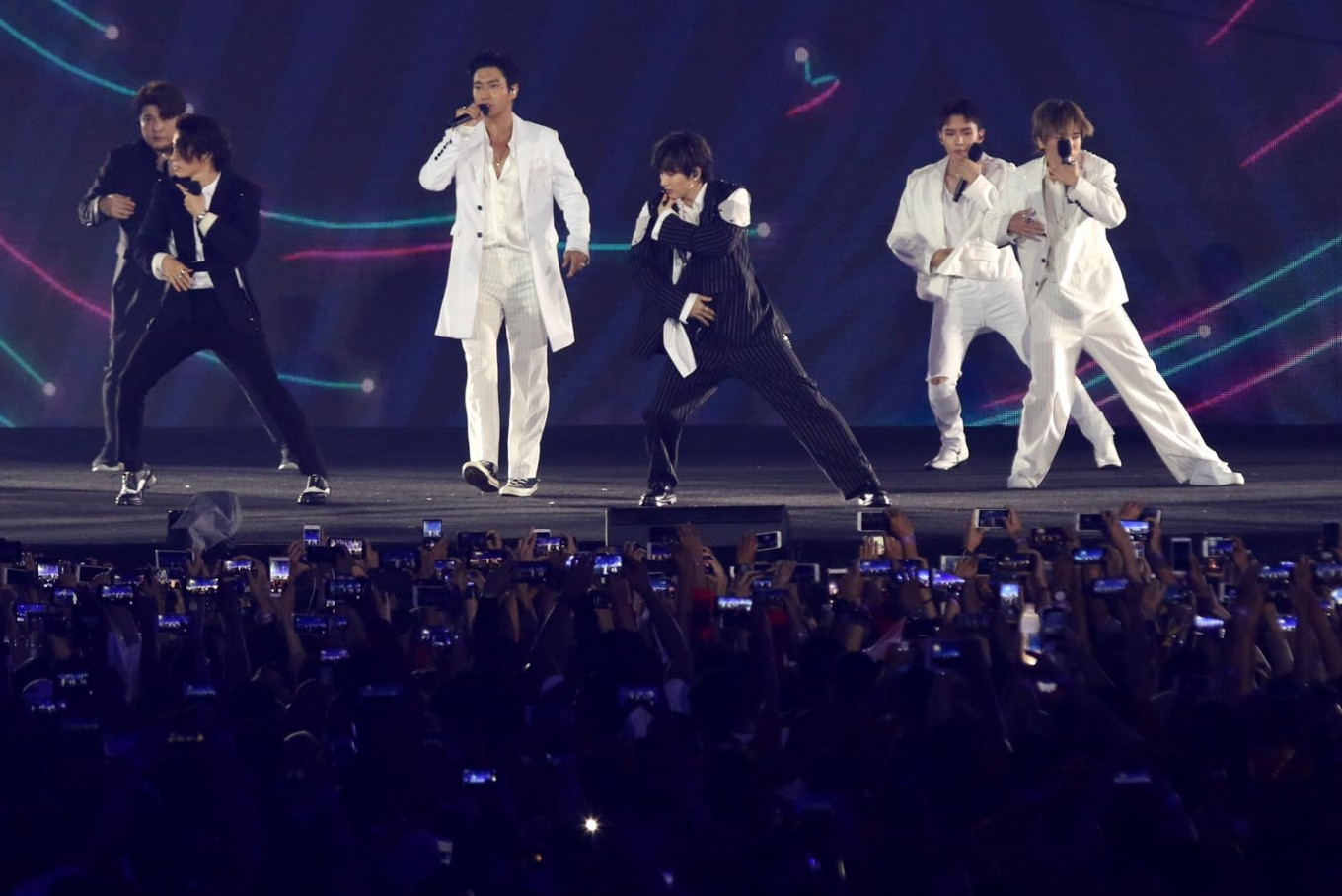 Show 'em how it's done: Jokowi teaches Super Junior new moves