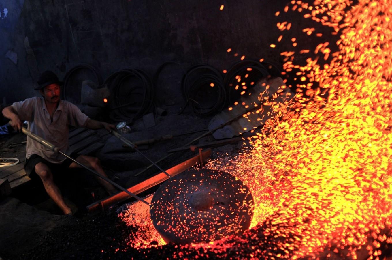 Proses pembakaran Gamelan dalam proses pembuatan yang membuatnya menarik | Foto: