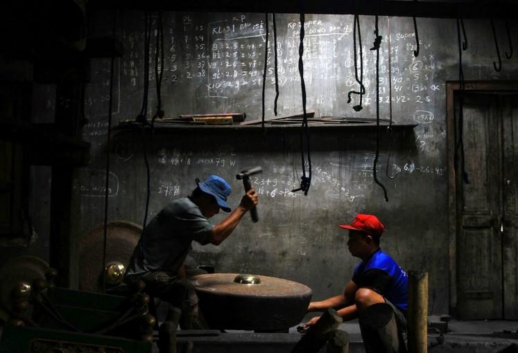Pengrajin Gamelan di desa Wirun | Foto: Ganug Nugroho Adi / Jakarta Post