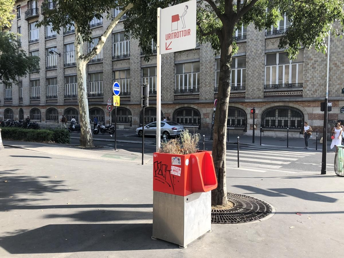 Wee ou non: Can green urinals keep Paris streets clean?