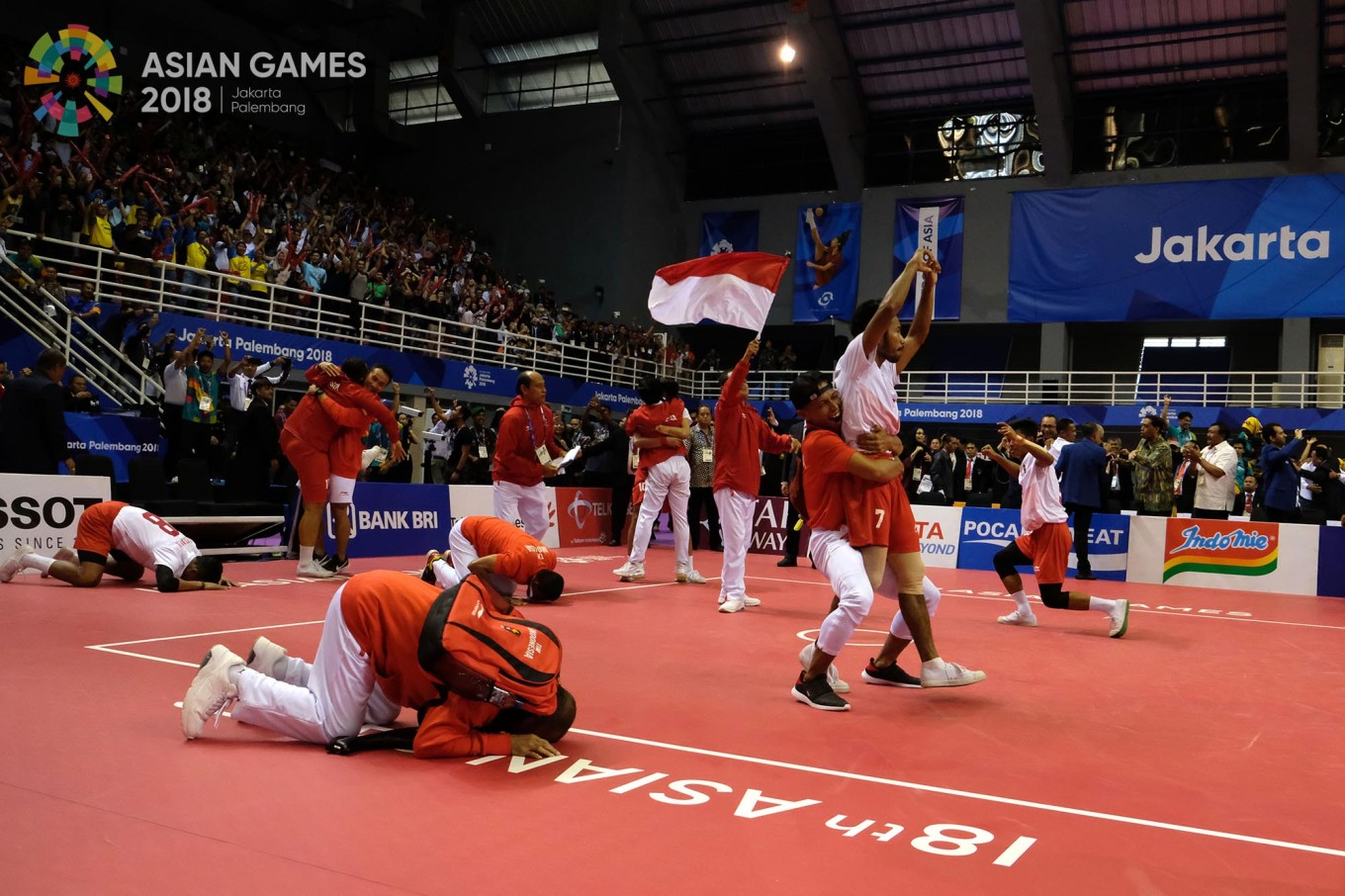 Indonesian players celebrate after winning gold in the sepaktakraw men's quadrant final during the 2018 Asian Games in Palembang on Sept.1. JP/ Jerry Adiguna