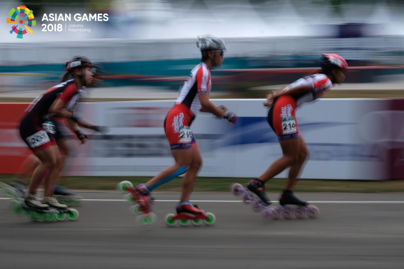 Roller skater Li Mengchu of Chinese Taipei races in the 20-kilometer women's rollerskating final at the 2018 Asian Games in Jakabaring Sport City in Palembang, South Sumatra, on August. 31. Li won the gold medal after setting a time of 44 minutes and 50.929 seconds. JP/Jerry Adiguna
