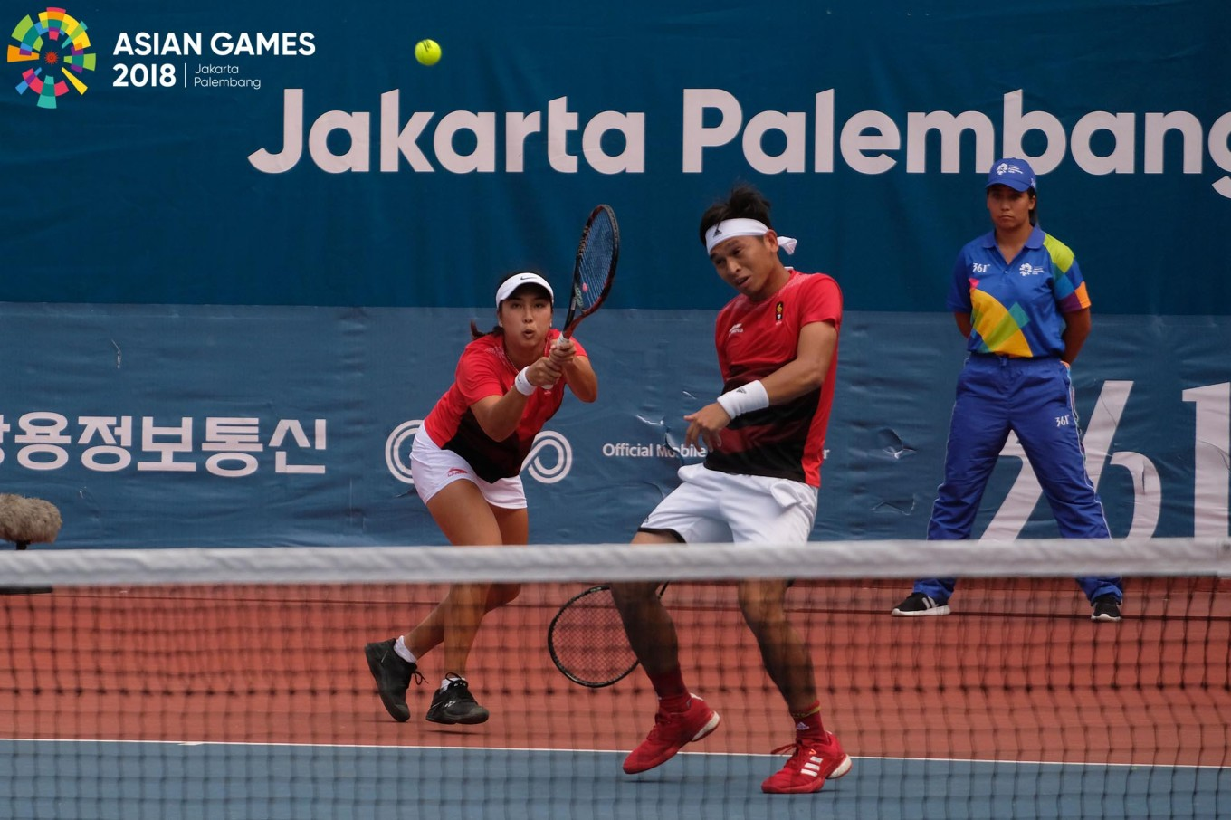 Benjamin Christopher Rungkat and Aldila Sutjiadi of Indonesia in action against Thailand during the mixed doubles tennis at the 2018 Asian Games in Palembang on August.25.  JP/ Jerry Adiguna