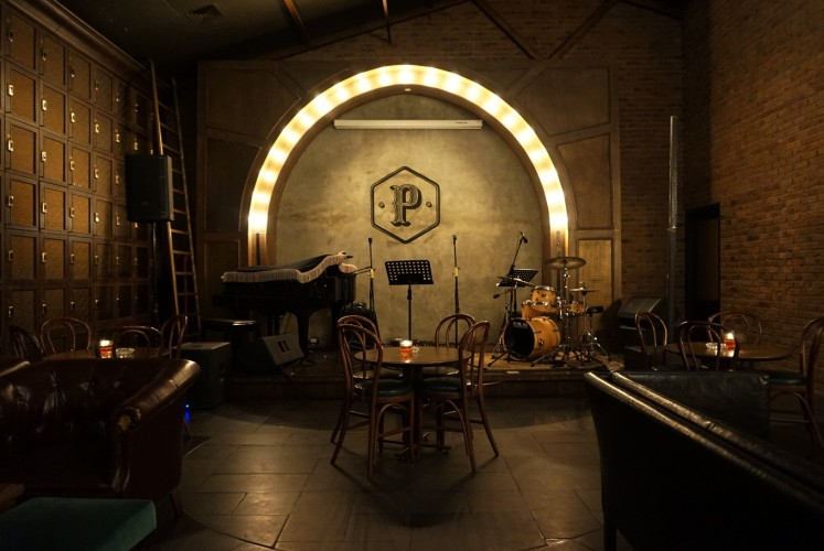 Prohibition Asia mostly plays jazz, especially on Tuesdays and Wednesdays, but they also have a room for other genres, such as top 40s and pop jazz.