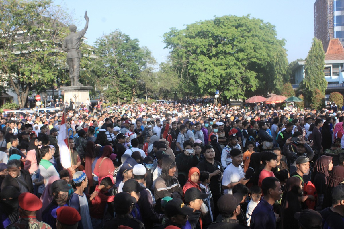 Thousands join anti-Jokowi walk in Surakarta