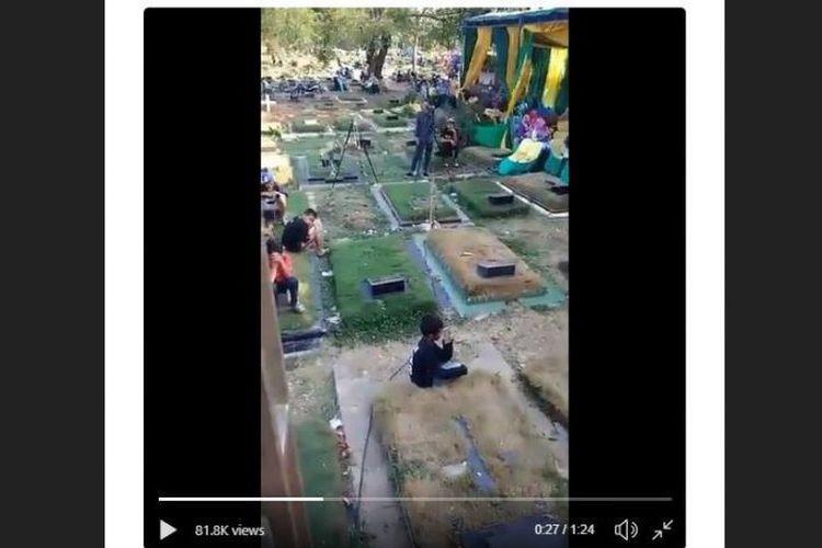 East Jakarta graveyard turned into 'dangdut' party venue