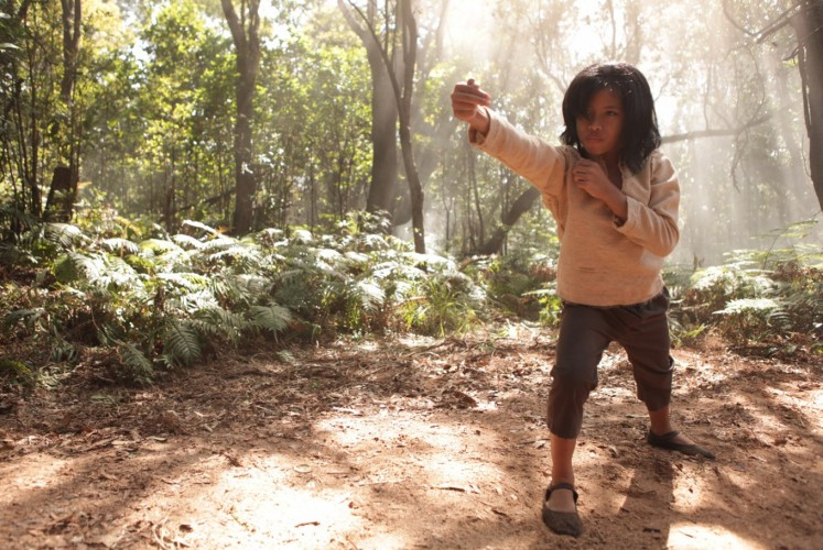 Kian Santang, who plays the younger Wiro Sableng, is the son of Cece Hermawan, a member of the film's choreography team.