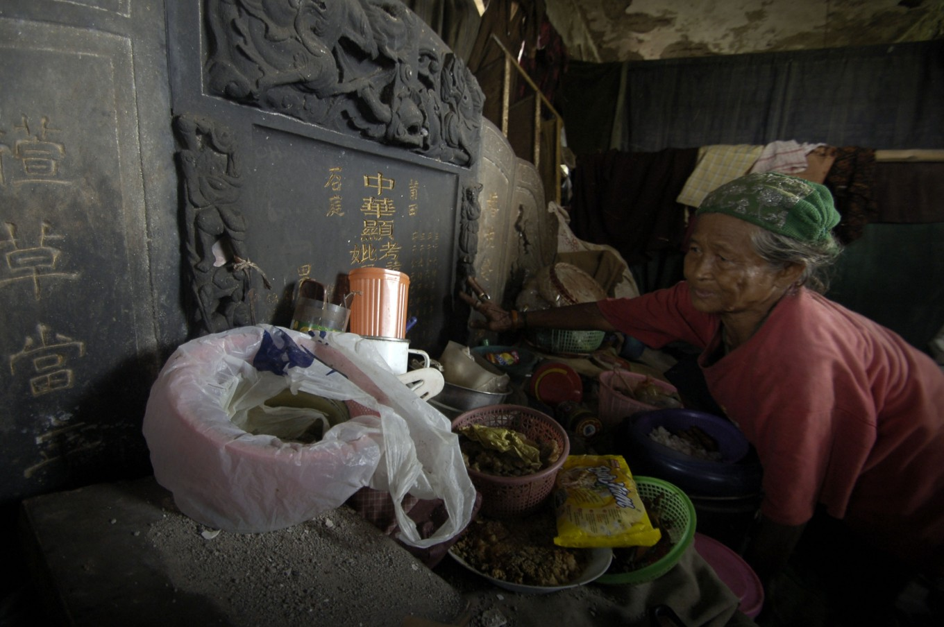 Five ways Jakartans share space with deceased