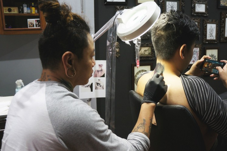 Lawless Tattoo founder Ferdy in action.