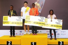 Kenya's fastest ladies: Maybank Indonesia president director Taswin Zakaria (second left) poses with winners of the 2018 Maybank Bali Marathon's women's full marathon category on Sept.9 in Gianyar, Bali, all of whom come from Kenya. First-place winner is Rebecca Jepchirchir Korir (second right), followed by runner-up Peninah Jepkoech (left) and Pauline Wangui Ngigi (right).