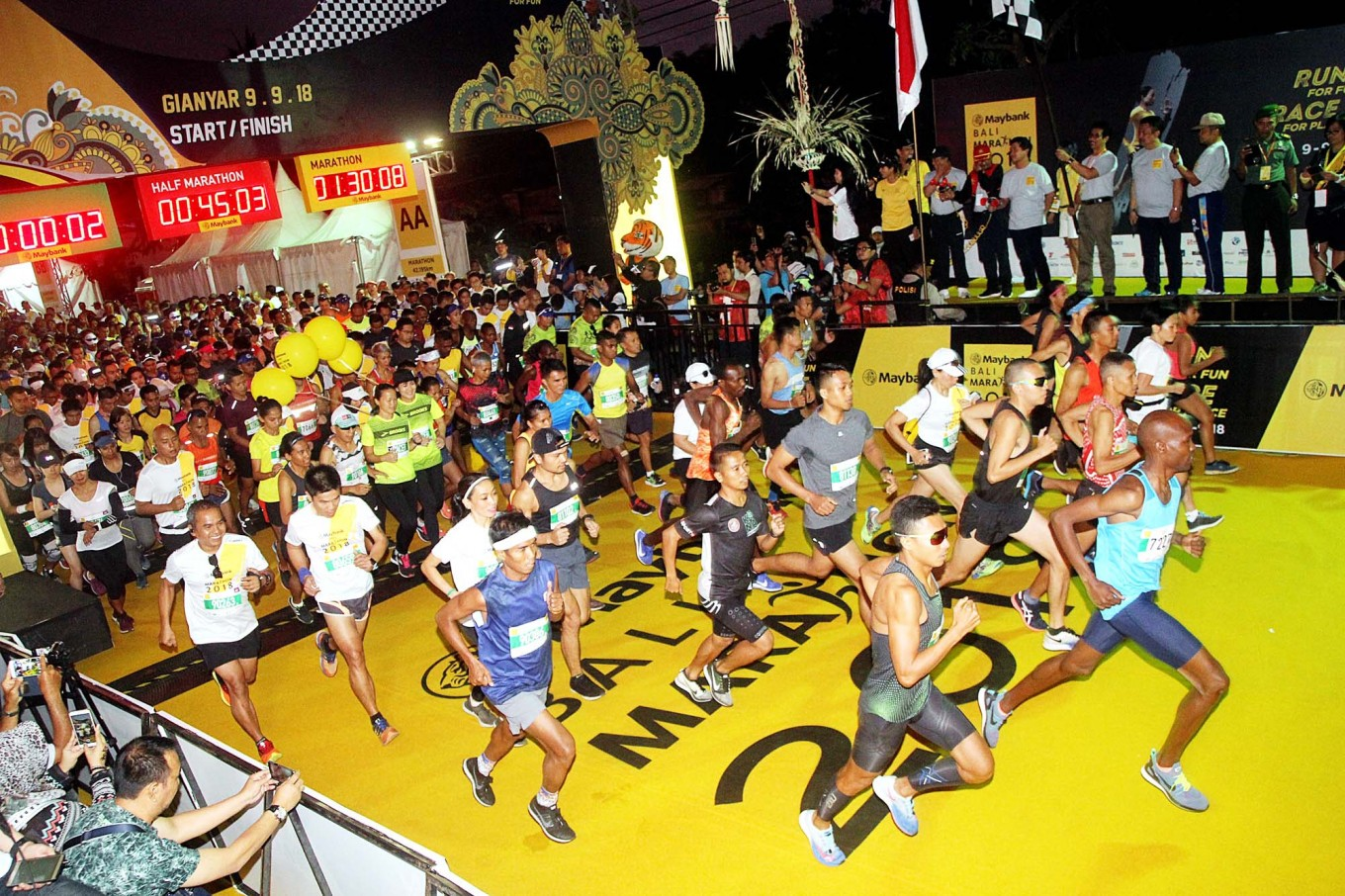 Early start: The sky is still dark at 4:30 a.m., but around 10,000 runners from 46 countries are at the starting line of the 2018 Maybank Bali Marathon on Sept. 9, ready to take on the course ahead of them. The annual race, which  Maybank Indonesia has organized since 2012, comprises a full marathon, half marathon, a 10-kilometer race, as well as wheelchair and children's sprint categories that cover Gianyar and Klungkung regencies, Bali.