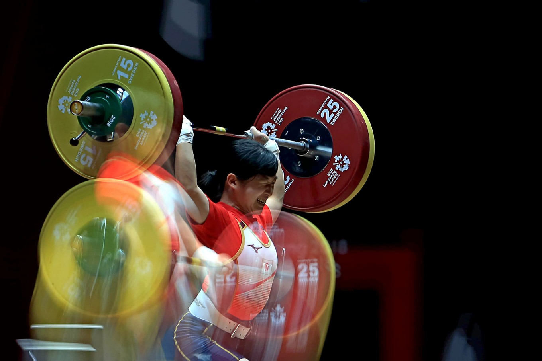 Japan's Takahashi Ibuki lifts weights during women's 48 kilogram weightlifting match. JP/Seto Wardhana
