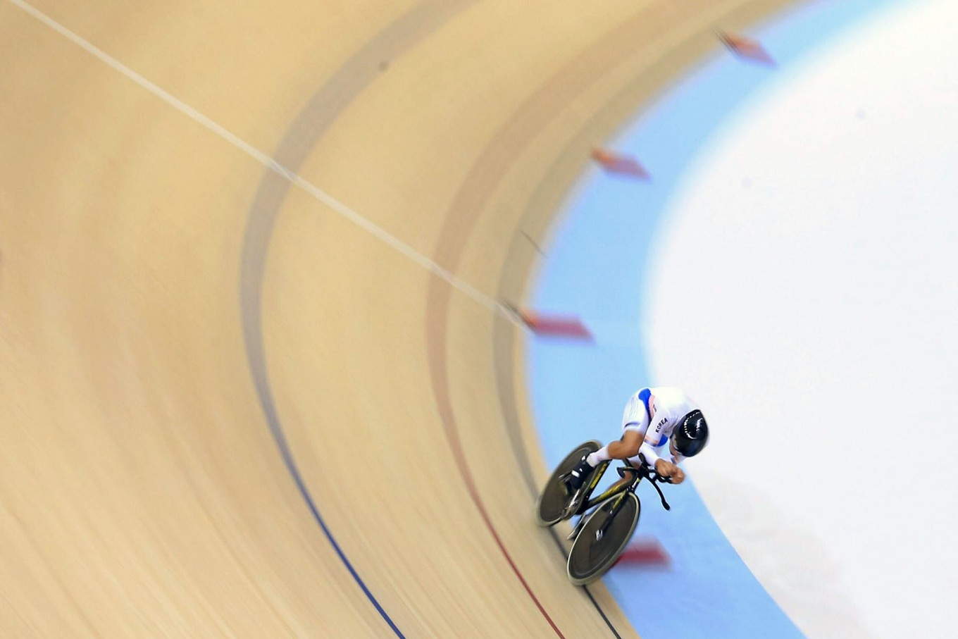South Korea's Park Sang-hoon races during cycling track men's 4,000-meter individual pursuit. Park won the gold and broke the Asian Games record with a final time of 4:19,672. JP/Seto Wardhana