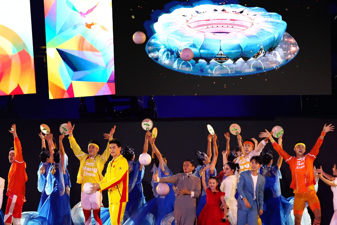 Chinese businessman Jack Ma (center) introduces his hometown Hangzhou as the next Games host city during the closing ceremony of the 2018 Asian Games at Bung Karno Stadium. JP/Seto Wardhana