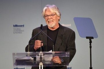 Bob Seger hangs up guitar after half-century career