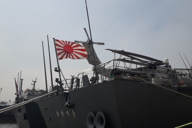 Japanese warships open doors to visitors in North Jakarta port