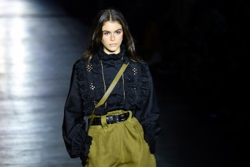Alberta Ferretti's soft-toned urban explorers open Milan Fashion Week