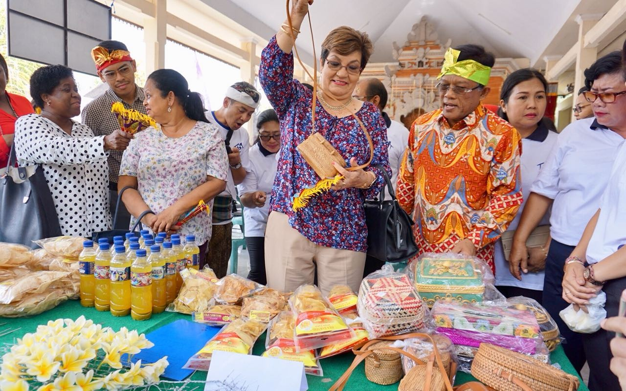 Seychelles minister visits family planning village in Bali
