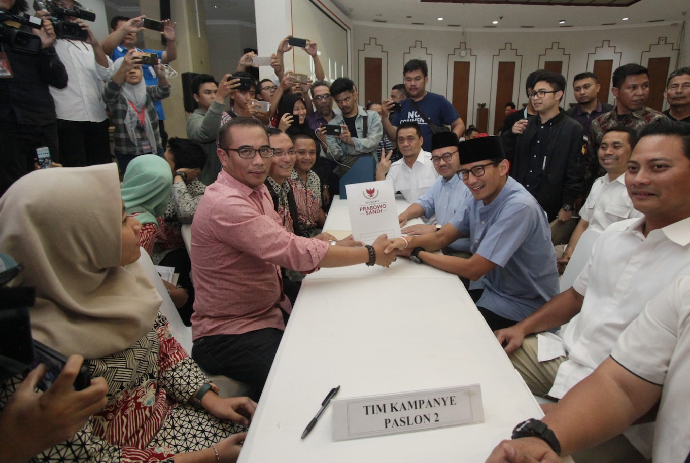 Jokowi team reports Rp 11b, Prabowo 'not much', in campaign funds