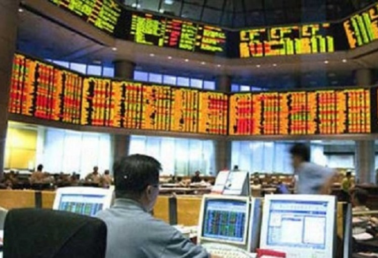 Analysts believe that, if Indonesia can keep the rupiah stable and reduce the current account deficit, combined with a good financial performance of companies listed on the bourse, the JCI could hover between 6,500 and 6,800 points next year, rising from around 6,100 points in December.