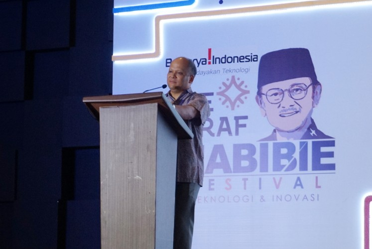 Ilham A. Habibie, founder and chairman of the Bekraf Habibie Festival , gives a speech for the festival's closing ceremony on Sunday, Sept. 23, 2018 at JIExpo Kemayoran, Central Jakarta.