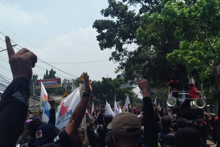 Protestors threaten to rally for a month in South Jakarta