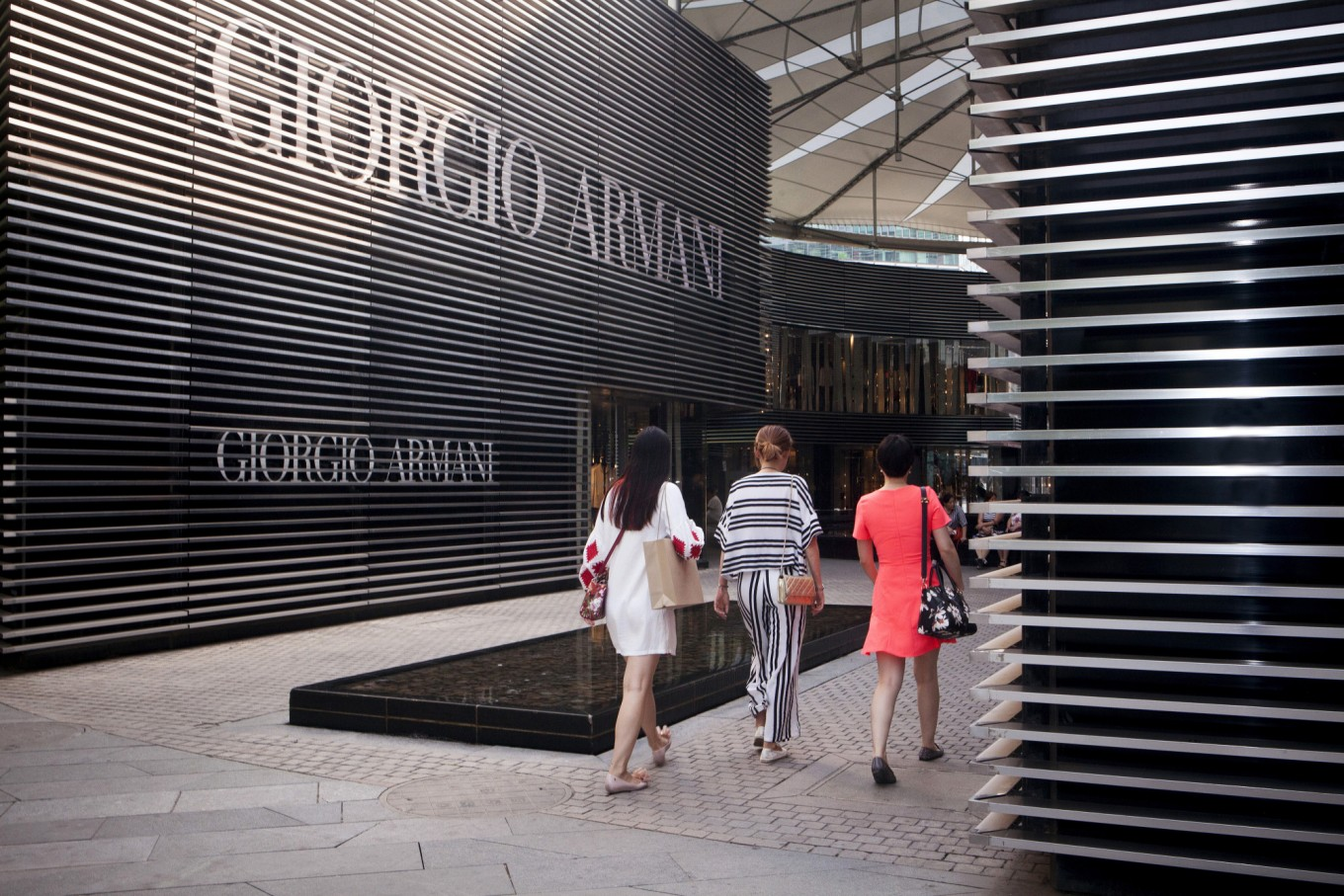 Giorgio says Armani to stay independent